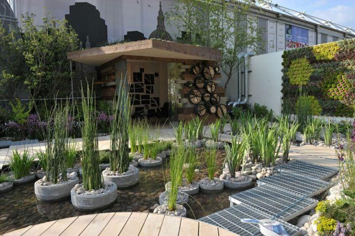 Vertikaler Garten aus Moos, kleine Insel mit Grün in Teich - gartengestaltung beispiele kleine garten