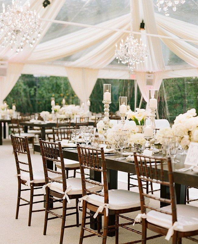O estilo clean normalmente é usado em casamentos diurnos, em sua maioria em locais abertos. A decoração é simples, mas sem deixar de ser muito charmosa ao mesmo tempo.