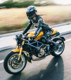 "caferacersofinstagram: ""@gipsyna90 on her Ducati cafe racer. . Photo by @de_ranieri_simone. . . #croig #caferacersofinstagram #ducati """
