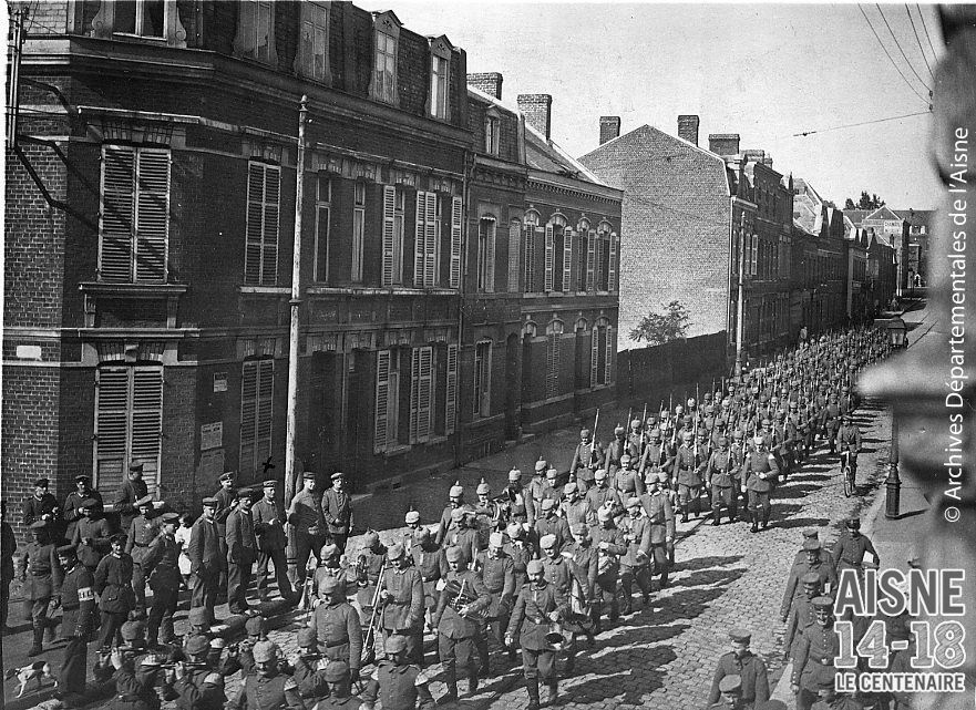1917 german soldiers march through the streets of saint for Aisne nouvelle st quentin