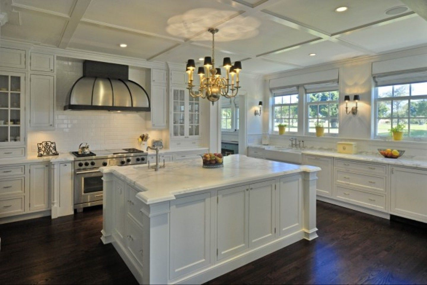 Pin By House Ideas On Kitchen Of My Dreams Dark Hardwood Floors Kitchen Antique White Kitchen White Modern Kitchen
