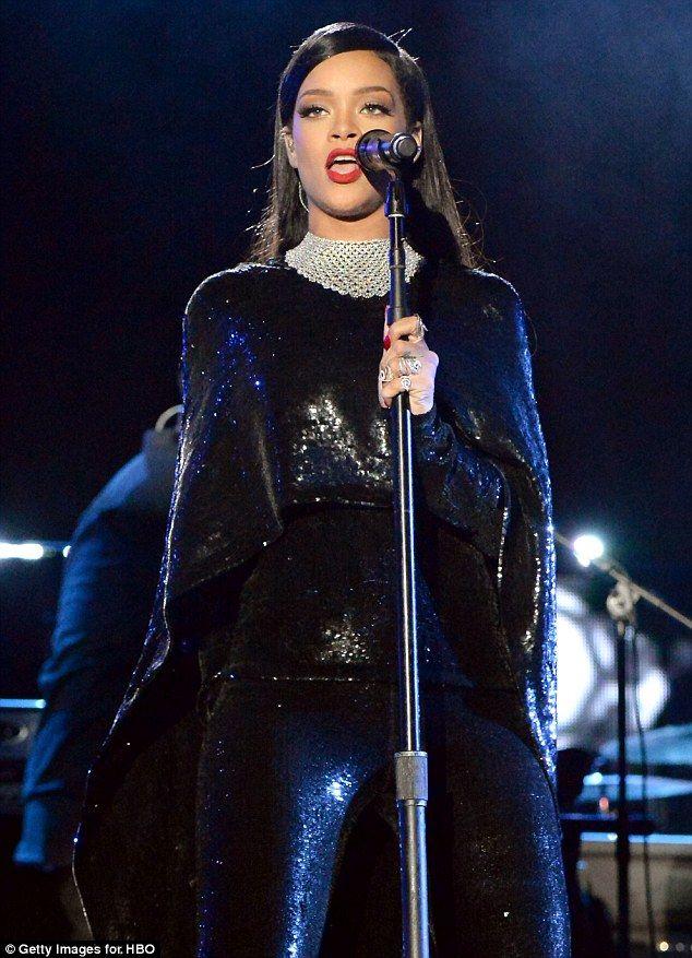 Rihanna Shines Bright Like A Diamond At Concert For Valor Event Rihanna Looks Rihanna Outfits Rihanna Style