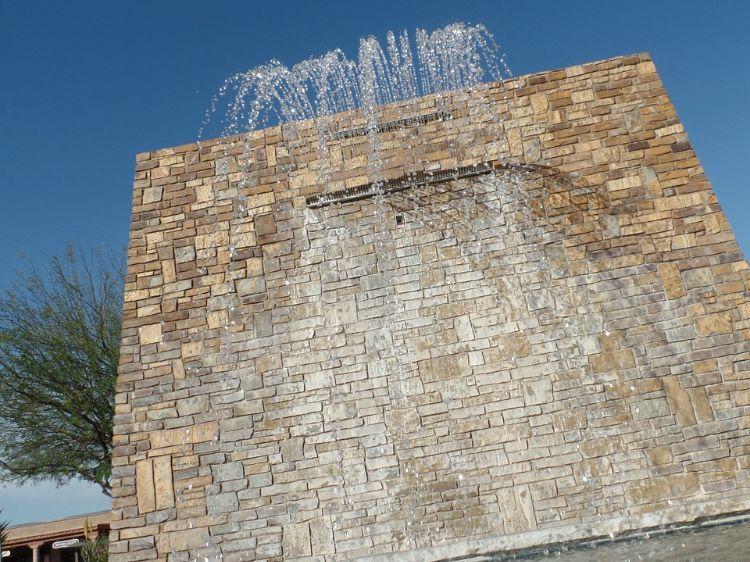 Wandbrunnen Modern Innen Aussen Gestalten Steinmauer Wasserspiel