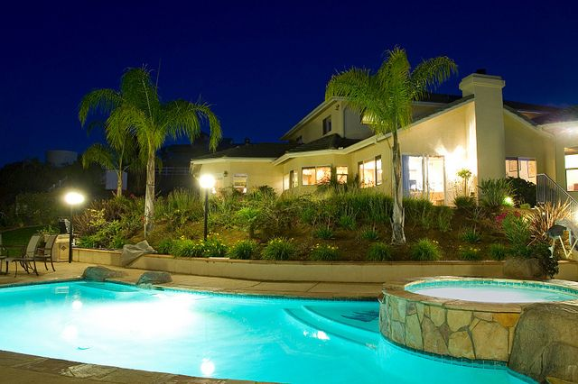 Raised Spa And Landscaping Luxury Beach House Swimming Pools