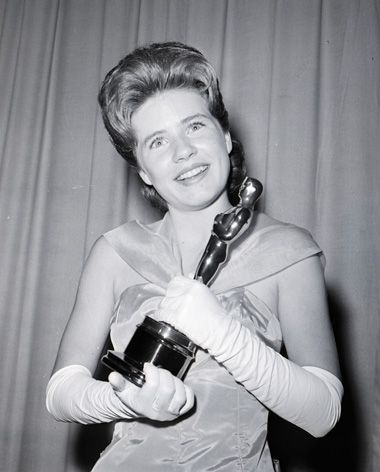 Patty Duke with her Best Supporting Actress Oscar in 1963