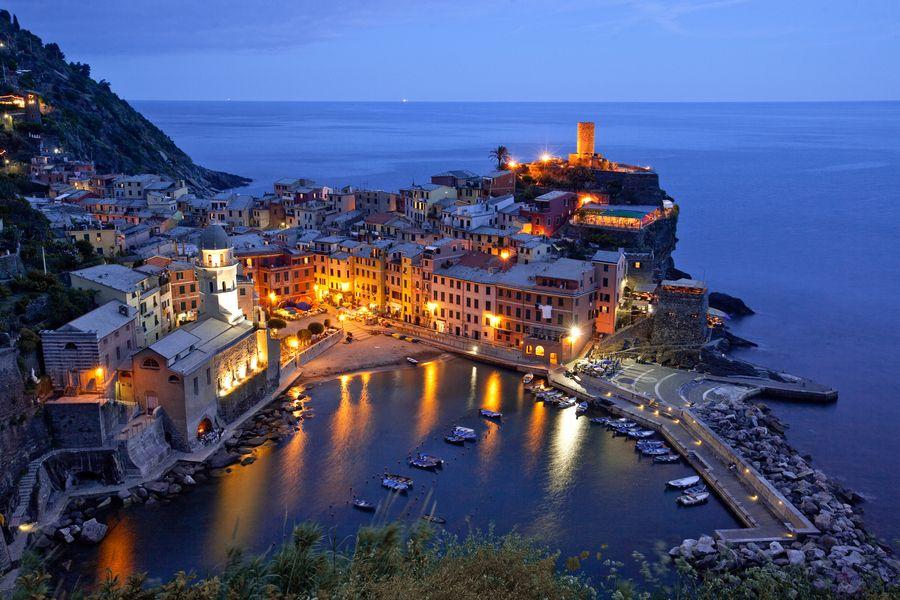 Vernazza, Italy    copyright ray j.  gadd, via 500px  #Italy #cinqueterre #vernazza #coast