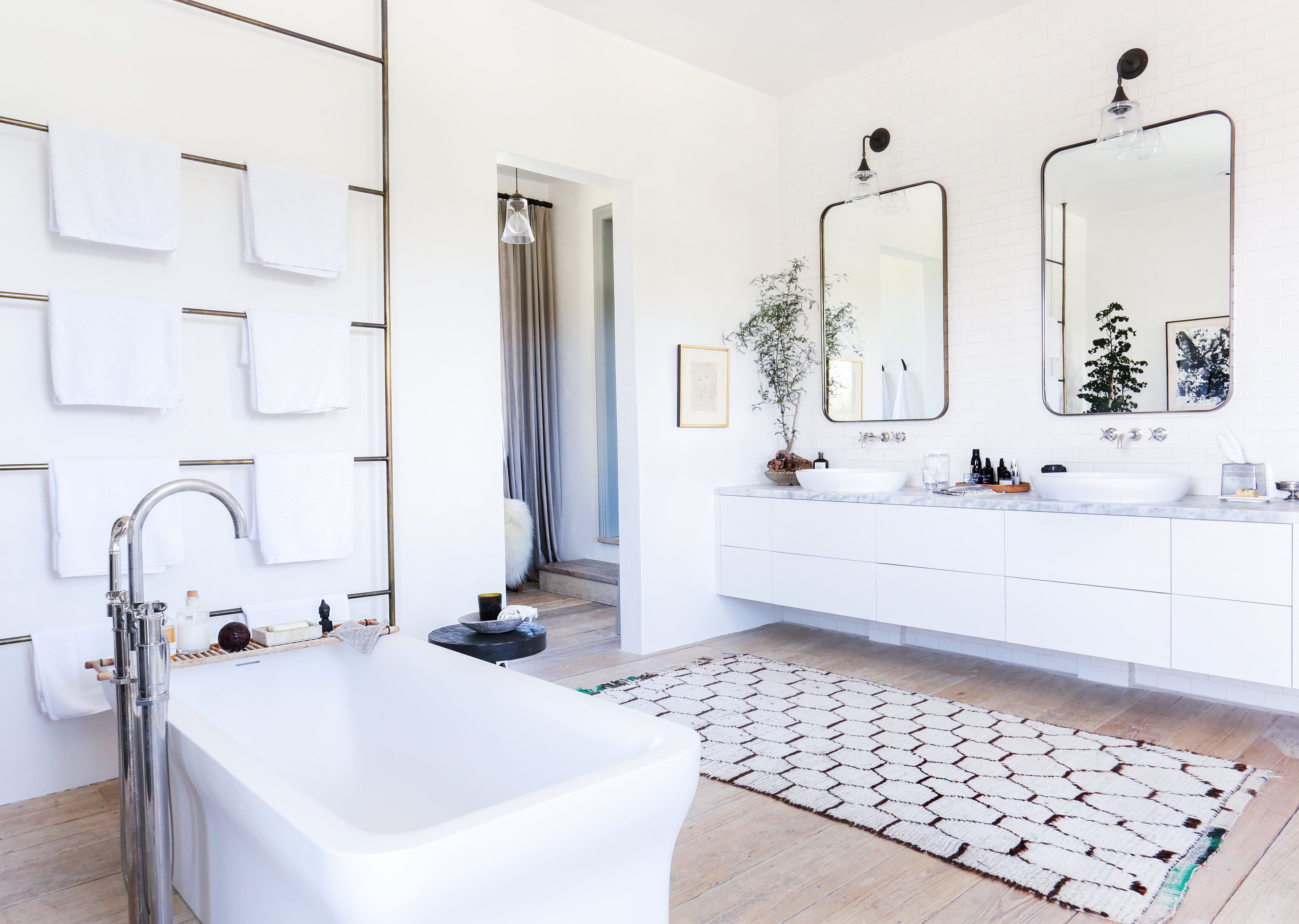 A Malibu Home Gets a Tuscan-Inspired Makeover | Master bathrooms ...
