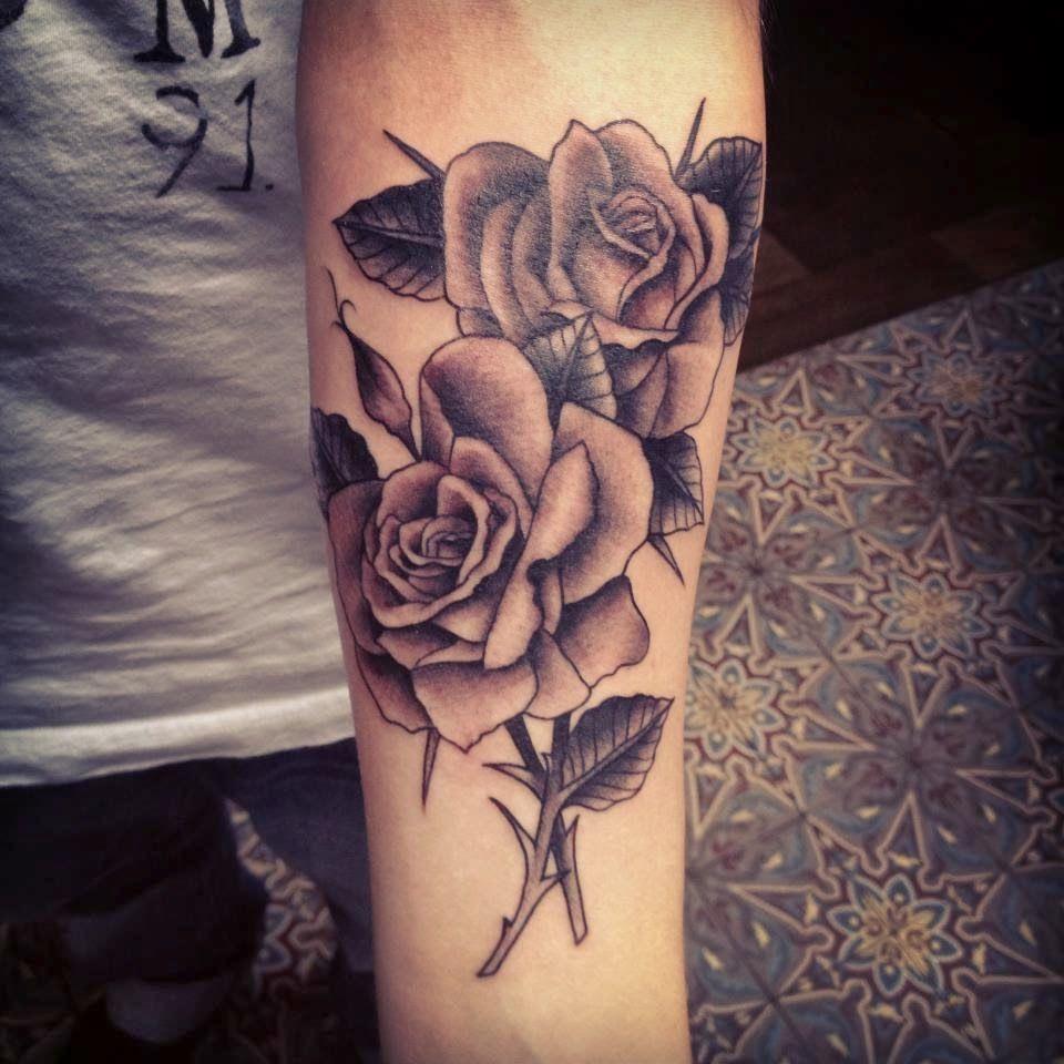 Tatuajes De Rosas Para Hombres En El Antebrazo Buscar Con Google