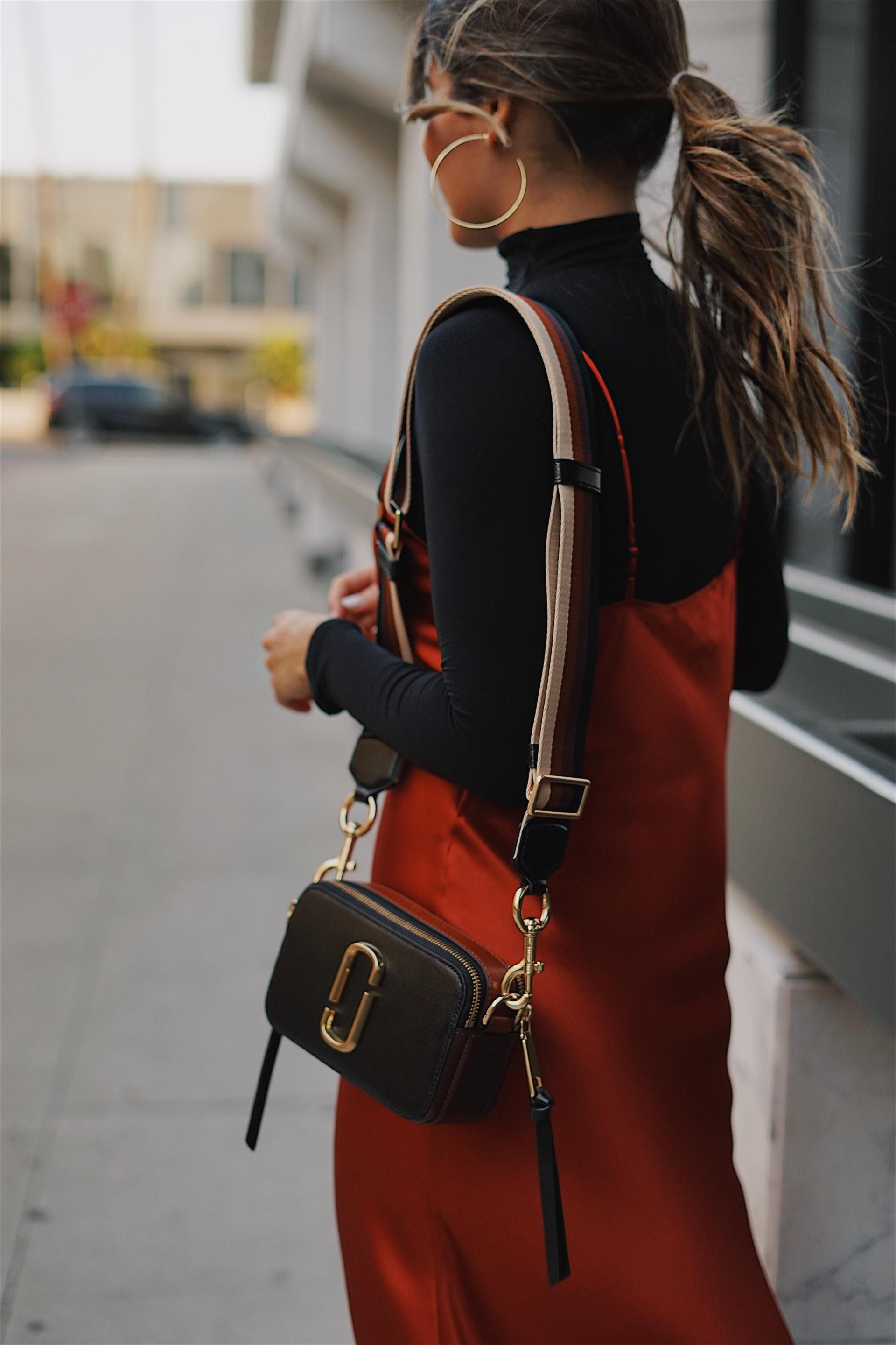 0f13247bfb368 Pam Hetlinger wearing a marc jacobs camera bag and a red silk dress