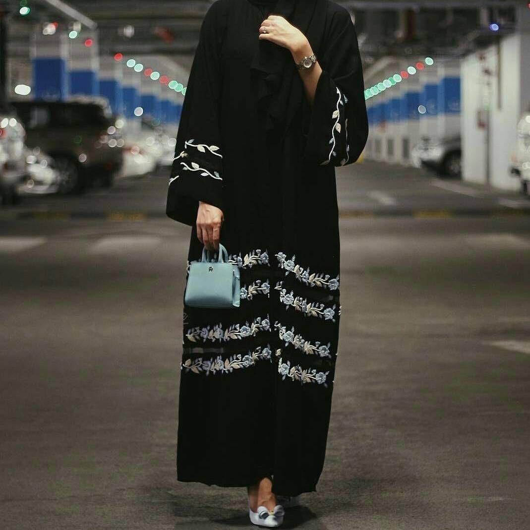 Dkn عبايات عباه العبايه ديزاين فن الامارات فساتين تصميم خياطه مصممه كوتور ابوظبي م Black Abaya Designs Abayas Fashion Hijab Fashion Inspiration