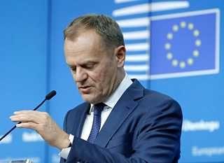Donald Tusk huippukokouksessa Brysselissä.