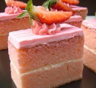 Tarta de fresa y nata es una receta para 6 personas del - Como hacer nata para cocinar ...