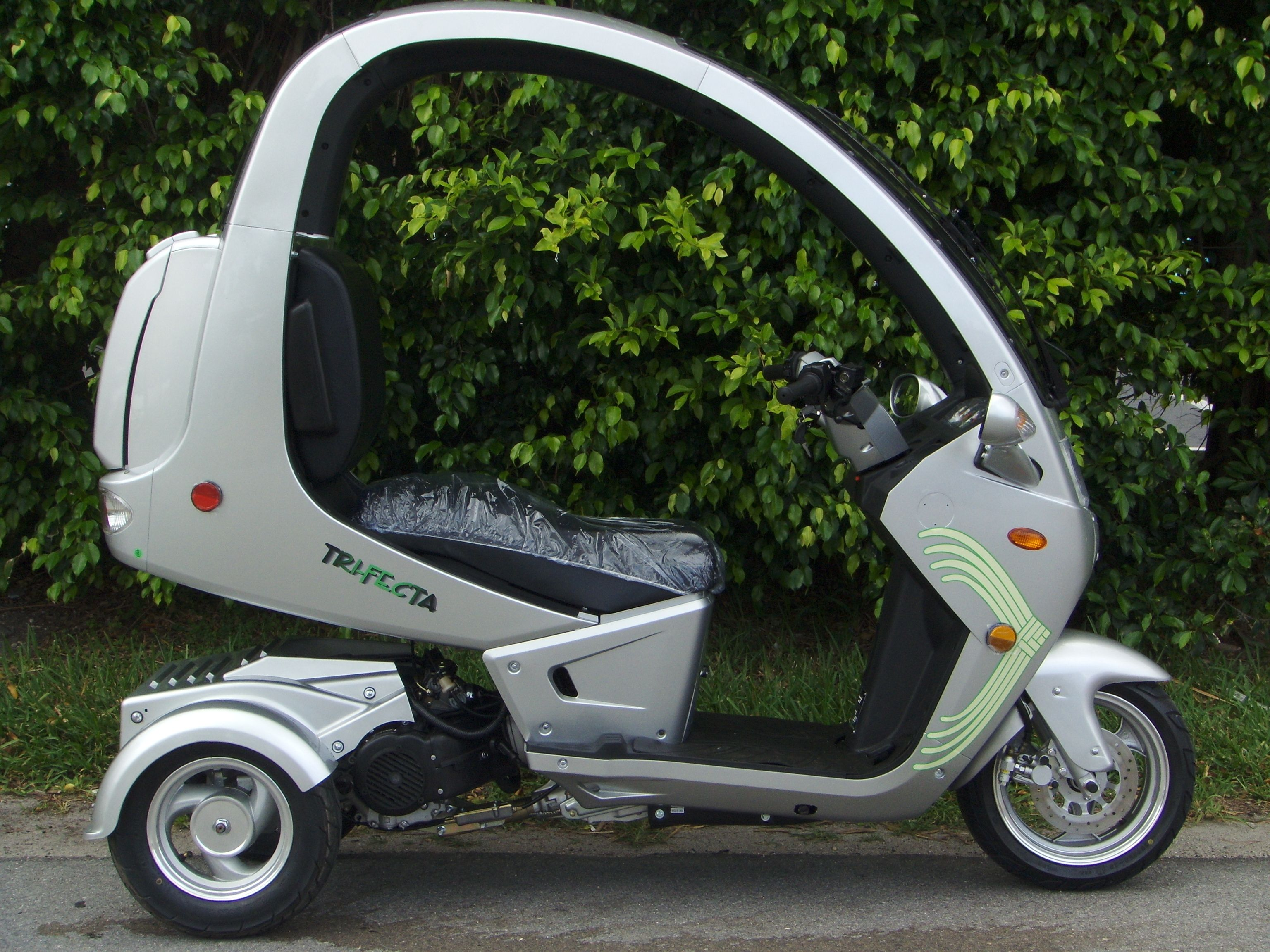 Trifecta the 3 wheel scooter gifts pinterest for Motor scooter 3 wheels