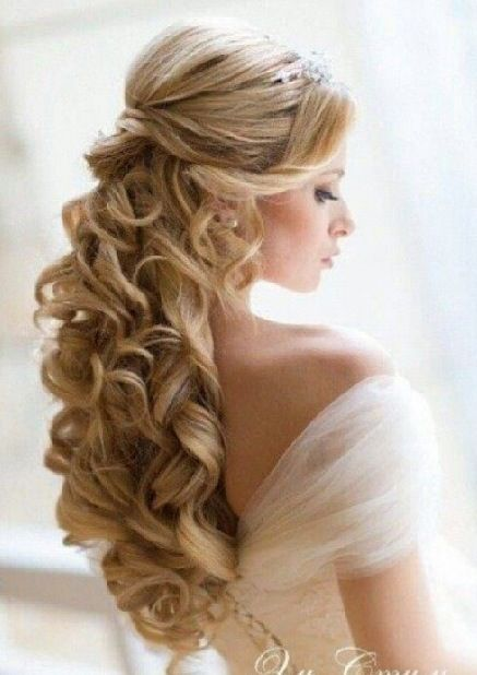 Elegant Curls On Bride For Engagement Party Hair Styles Wedding Hair Down Long Hair Styles