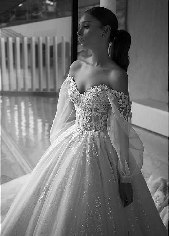 [285.50] Stunning Tulle Off-the-shoulder Neckline Ball Gown Wedding Dresses With 3D Lace Appliques & Beadings & Sequins - magbridal.com.cn