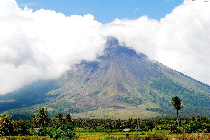 Mayon Volcano In Albay Bicol Philippines Adventure Pinterest Volcano Philippines And