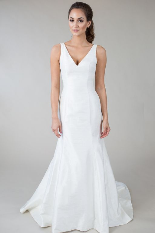 Elizabeth Anne\' Sleek and Modern, this trumpet-style dress features ...