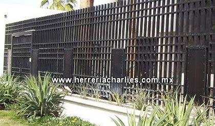 Cercos rejas protecciones de herreria para ventanas - Estanterias metalicas para casa ...