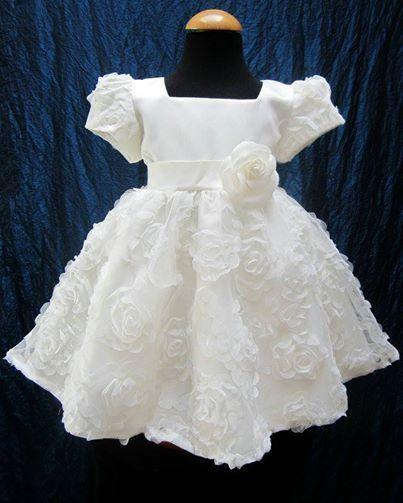Vestiti battesimo bimba  5 idee per far felici tutte le mamme ... a6167ada58f2