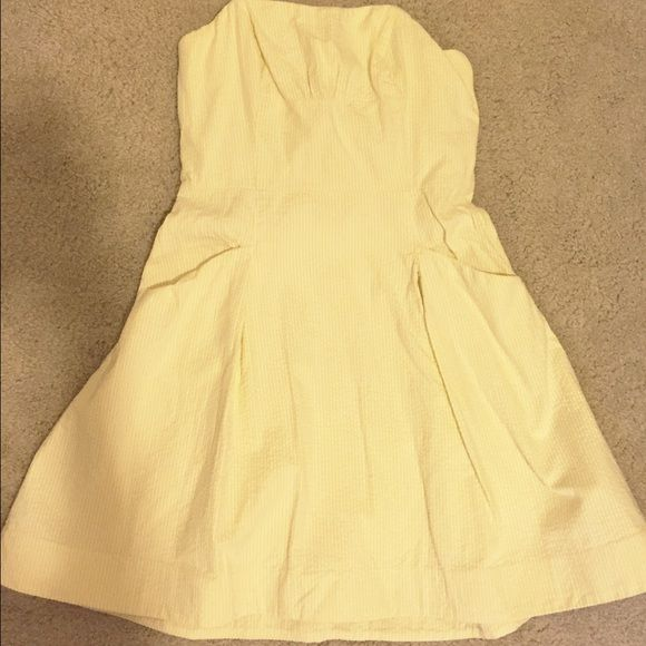 Lily Pulitzer Yellow Strapless Searsucker Dress This dress has been worn once to an event and has been dry cleaned. It is an authentic Lilly Pulitzer Blossom style dress with yellow Searsucker stripes and piping in the bodice. There are pockets and the dress is lined as well. NO TRADES!!! Lilly Pulitzer Dresses Strapless