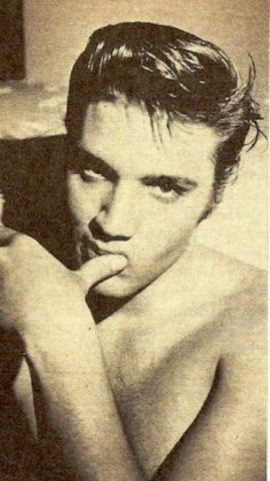 Elvis presley in the nude