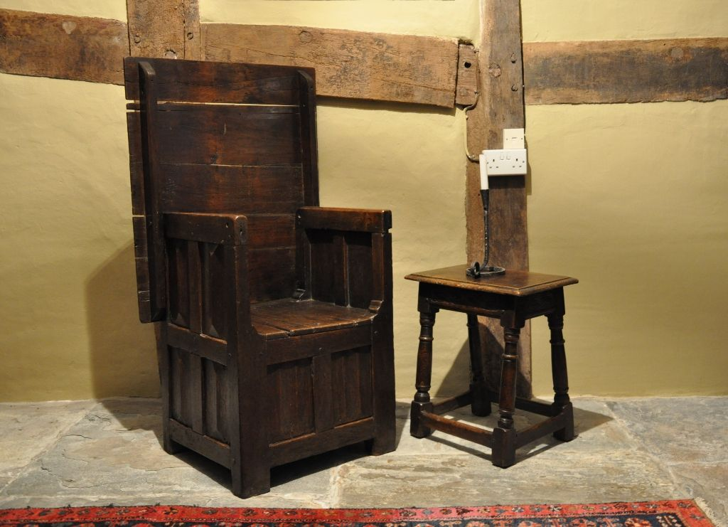 A VERY RARE EXAMPLE OF A LATE 15TH CENTURY BOX SEATED TABLE CHAIR. ENGLISH. - A VERY RARE EXAMPLE OF A LATE 15TH CENTURY BOX SEATED TABLE CHAIR
