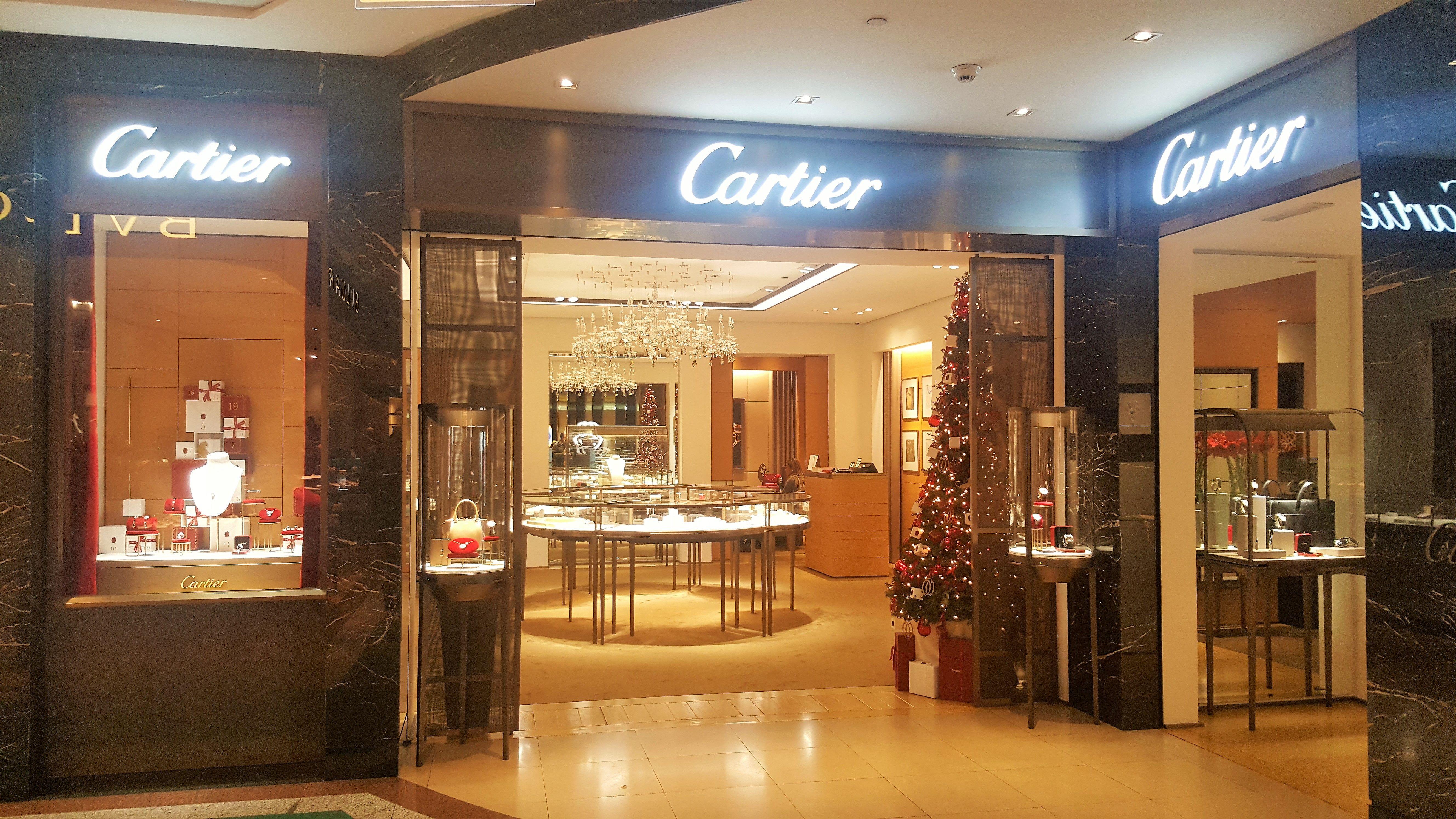 cd233a842fb7 Tienda Cartier en el interior del Corte Inglés de Castellana (Madrid).  Diciembre 2016