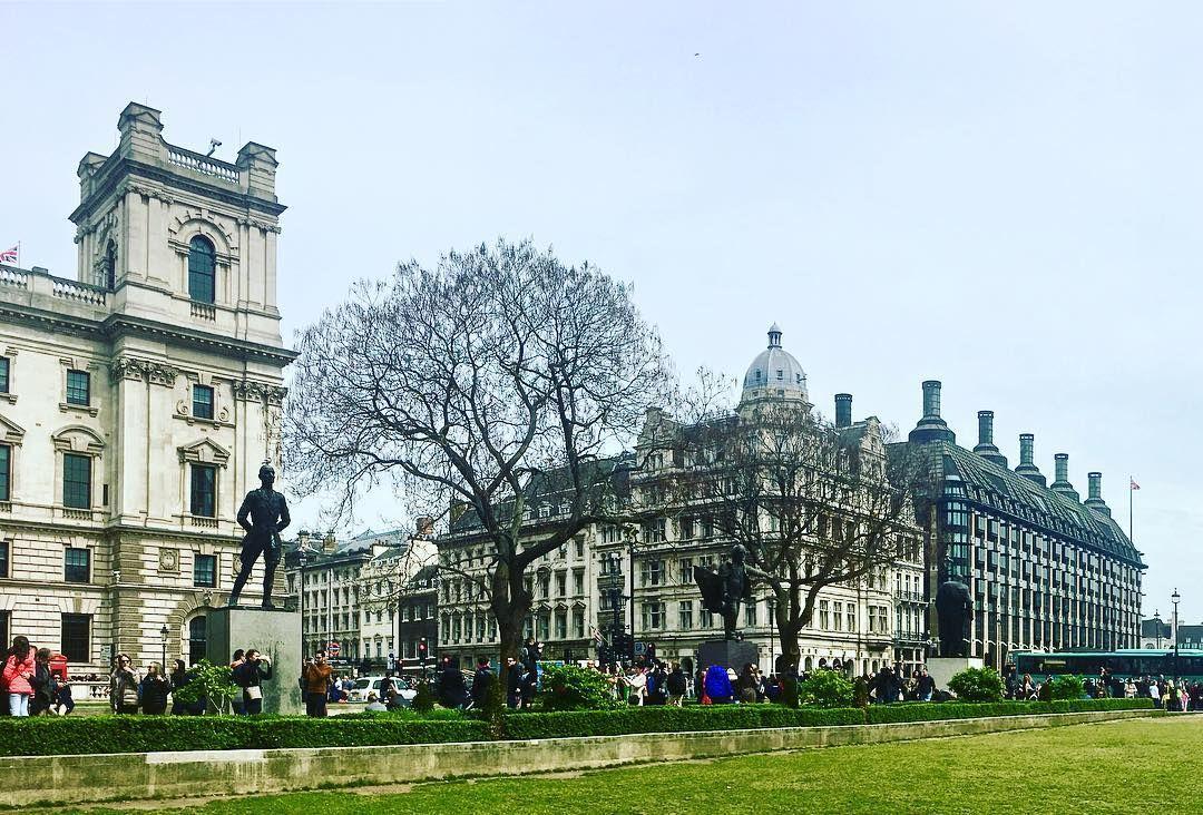 Londonscape.  #london #travel #uk #photography #londoncity #england #wanderlust #unitedkingdom #travelphotography #photooftheday #igerslondon #visitlondon #trip #travelingram #traveler #picoftheday #greatbritain #traverselondon #thisislondon #explore #europe #parliamentsquare #bigben #parliamentsquaregarden #parliamentsquarelondon #westminster #traveling #instatravel #statue #parliament