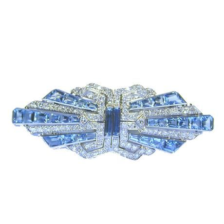 AN ART DECO AQUAMARINE AND DIAMOND DOUBLE CLIP BROOCH