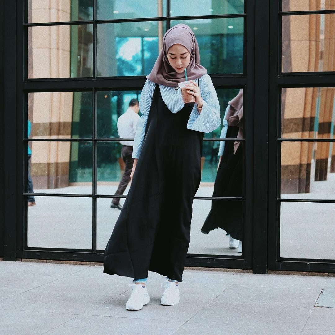 Pin By Terosha Reynanda On Hijabi Casual Hijab Fashion Tendencies Tshirt Ny Life Hitam M Street Styles Muslim Modest