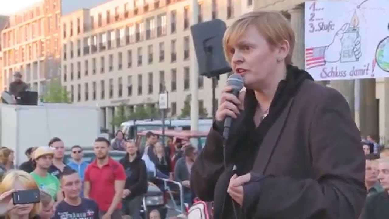 Zeitreisende Halt Rede Vor Dem Brandeburger Tor Sommer 2014 Exopolitik Zeitreise Youtube Gedanke