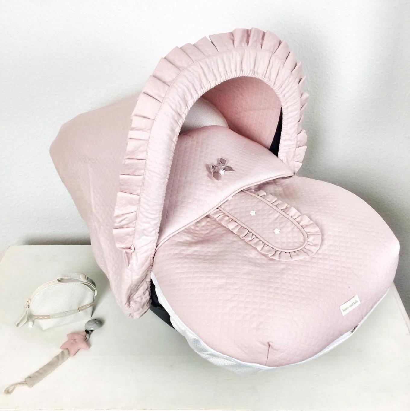 Cozy Bow So Heißt Der Neuzugang Unter Unseren Babyschalenbezügen Ich Kann Es Kaum Mit Worten Beschreiben Wie Schöö Baby Accessoires Baby Spanische Mode