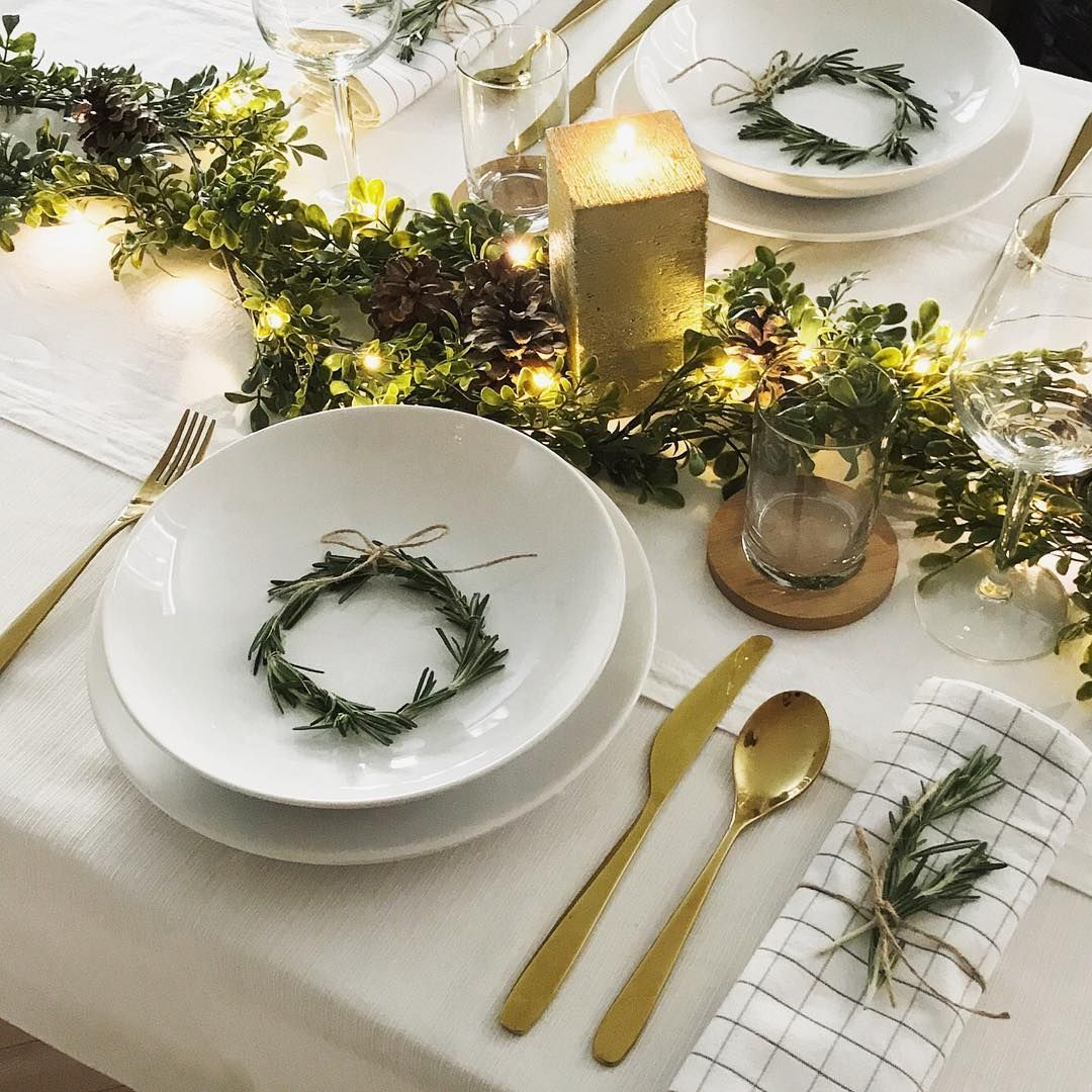 Gold Green And White Perfect Combination For Christmas Table Christmasdecorations Mondayinspira Christmas Decorations Christmas Table Table Decorations
