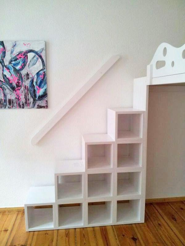 hochbett hochetage mit treppenregal home design pinterest hochbetten kinderzimmer und. Black Bedroom Furniture Sets. Home Design Ideas