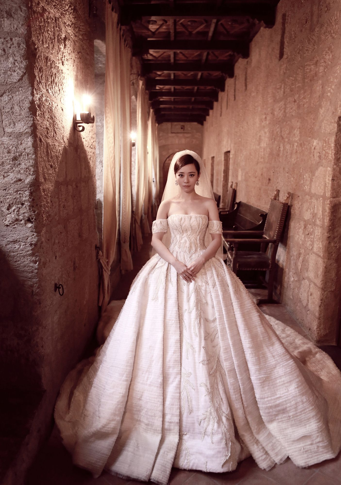 Jane Zhang in a Tony Ward Bridal Couture gown | WEDDING DRESS UP ...