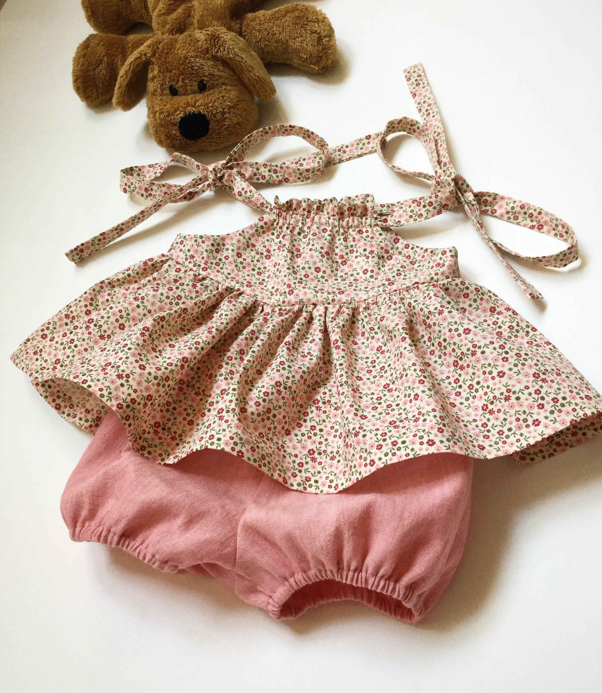 11d2bbded8 Completino bimba a fiorellini - scamiciato e culotte per neonata -  prendisole e culotte per bambina - completo estivo bimba di cecibirbona su  Etsy