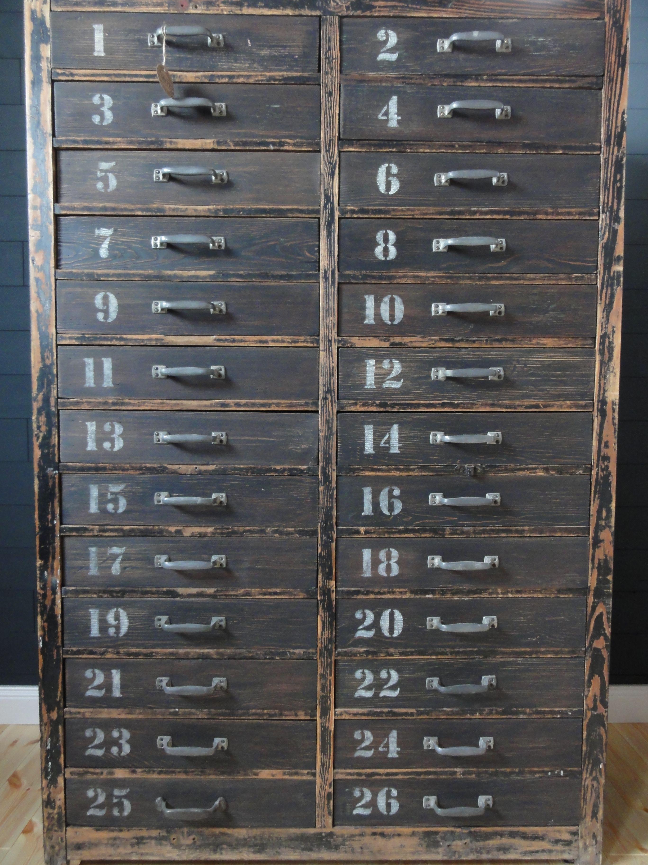 antiker werkstattschrank schubladenschrank design www.olliwoodisland