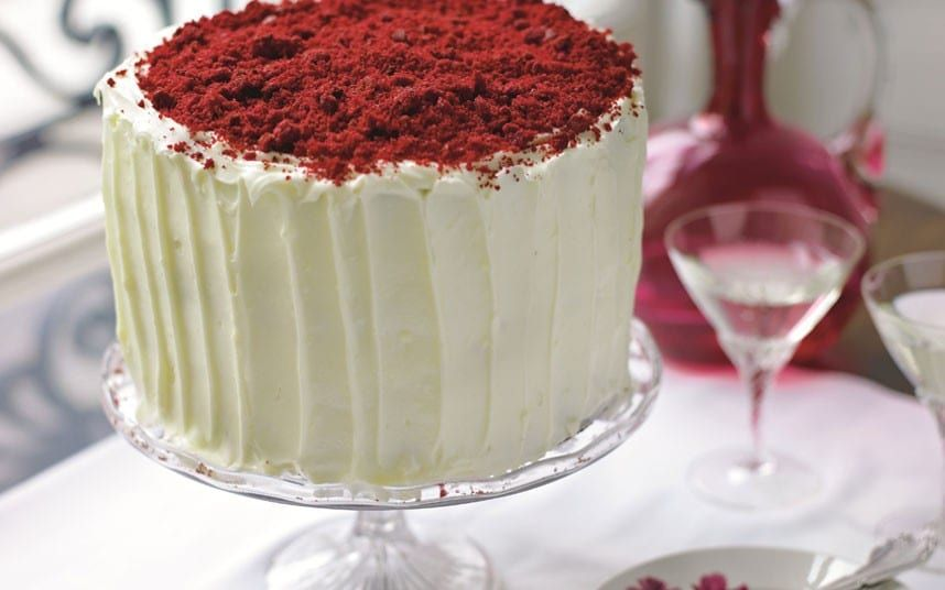 This spectacular red velvet cake is ideal for Valentine' Day or parties.