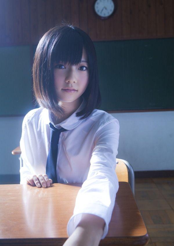 シャツを着た島崎遥香