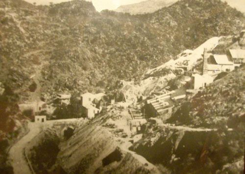 Una foto d'epoca della laveria di Su Zurfuru.