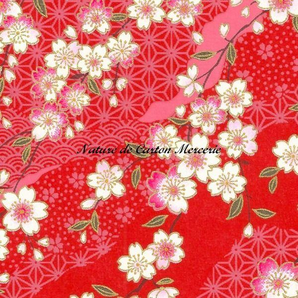 papier japonais washi fleurs blanches sur fond rouge avec. Black Bedroom Furniture Sets. Home Design Ideas