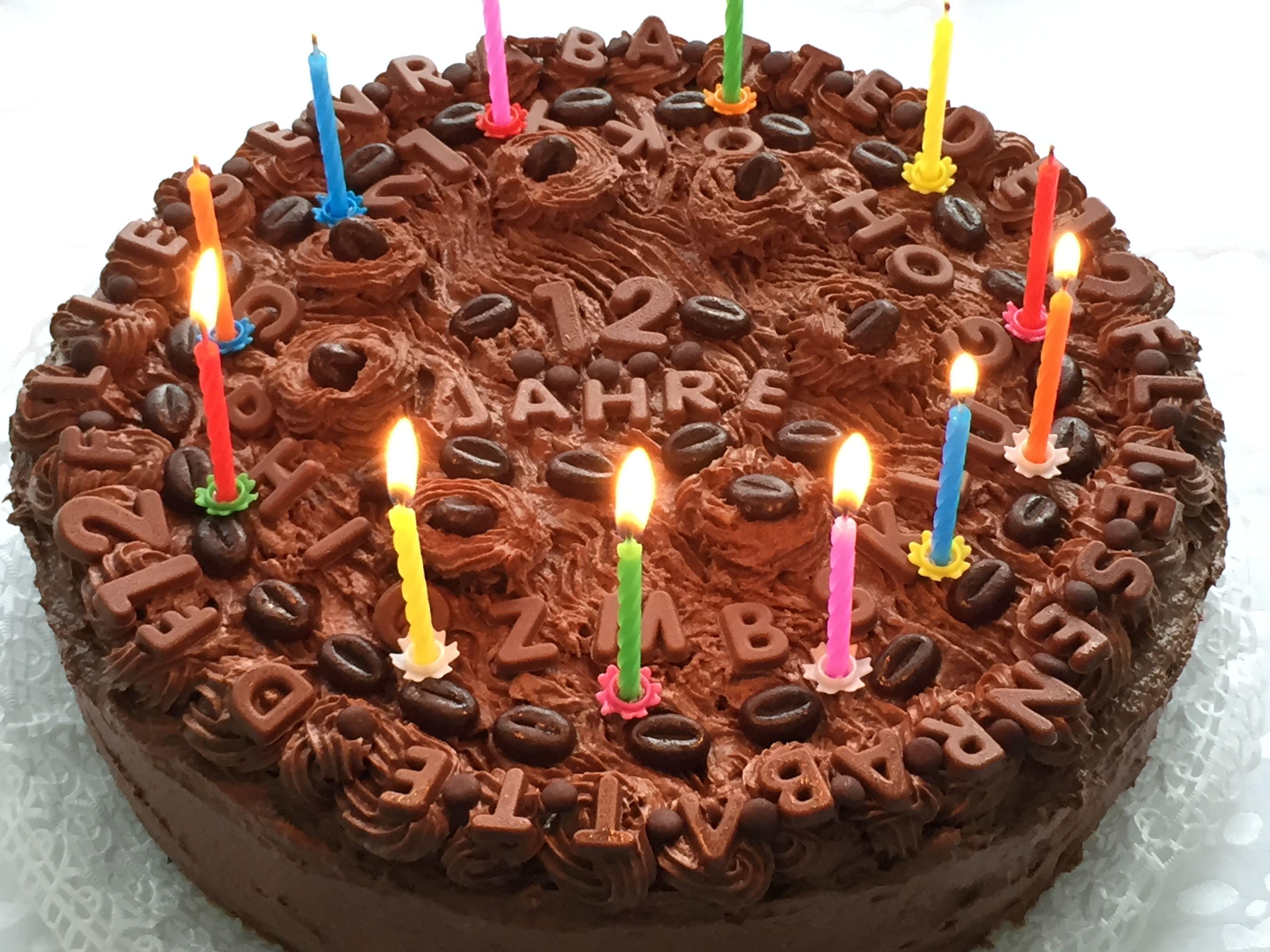 12 Jahre Fliesenrabatte De Eine Selbstgemachte Torte Mit 12 Kerzen