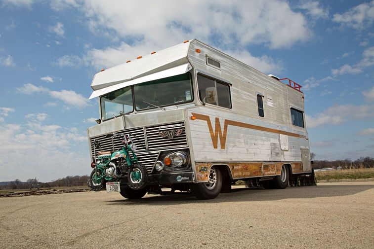 The Happy Camper Party Rv Started As A 1971 Winnebago Brave The Ringbrothers Purchased At A Barrett Jackson Auction We Winnebago Motorhome Winnebago Brave Rv
