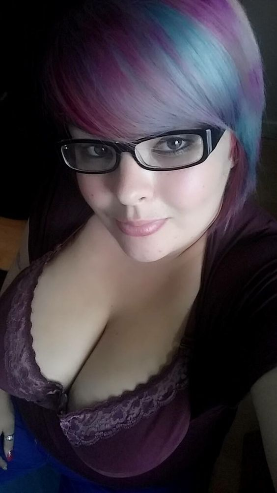 amateur busty glasses