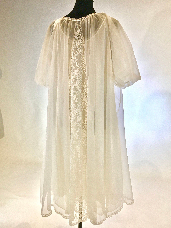 cf29bfbce6c5d Beautiful Vintage White Chiffon and Lace Peignoir Set ~ Bridal Lingerie ~  Van Raalte Lingerie ~ Honeymoon White Chiffon and Lace by ScarlettsFancies  on Etsy