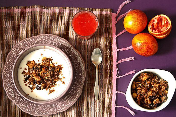 """<h3>Granola</h3> ¿Alguna vez imaginaste que podrías hacer granola para el desayuno o la merienda en tu slow cooker? Es uno de los usos alternativos que puedes dar a tu Crock Pot para optimizarla al máximo y... ¡para chuparte los dedos con un tazón de leche! <a href=""""http://www.crockpotting.es/granola-crock-pot/"""" target=""""_blank"""">Ver la receta</a>"""