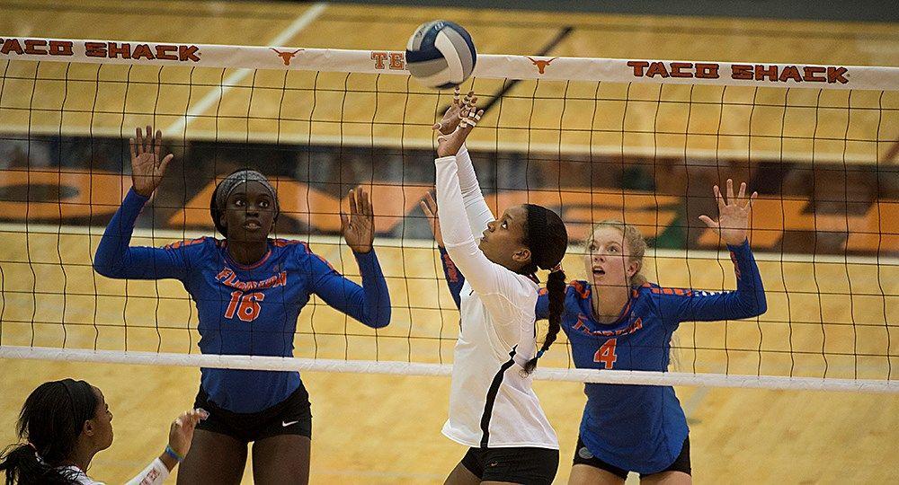 No 3 Volleyball Falls To No 4 Florida 3 1 University Of Texas Athletics Volleyball News Athlete Volleyball