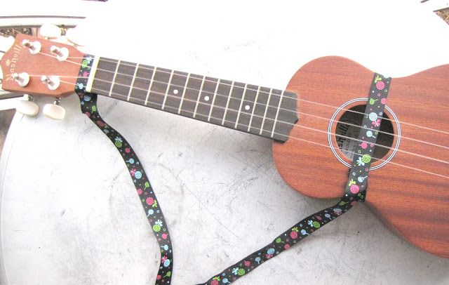 How to make a uke strap easy to do with just some ribbon and a how to make a uke strap easy to do with just some ribbon and a couple of snaps solutioingenieria Images