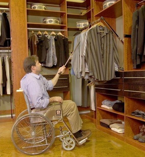 accessible bedroom_closet