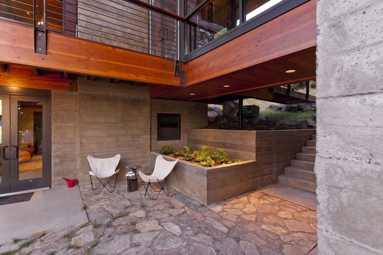 Sunken Garden Walk Out Basement And Pop Out Eg Master Bath - Open-air-sculpture-residence-by-marek-rytych-architekt